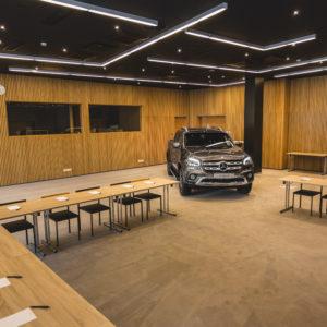 Daimler AG suures saalis